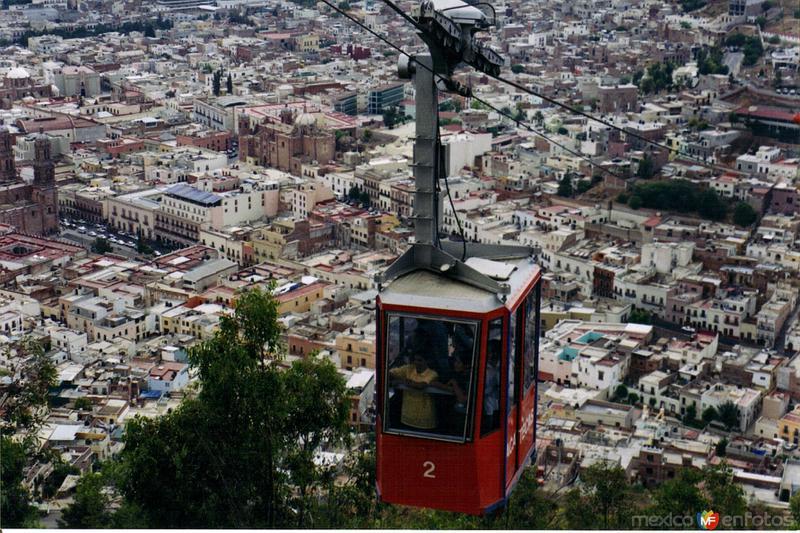 El Teleférico y al fondo el centro histórico de Zacatecas. 2002