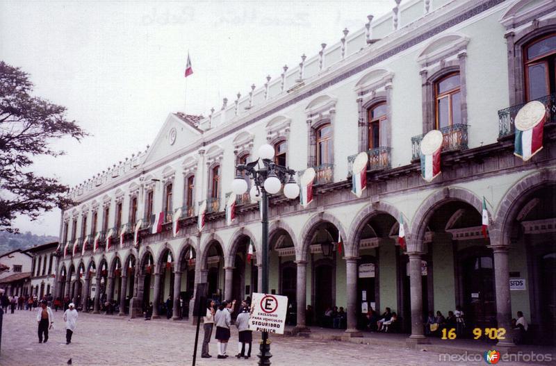 El Palacio Municipal de estilo neoclásico (Siglo XIX). Zacatlán. 2002