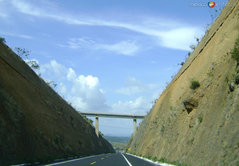 Viaducto sobre la autopista Puebla-Jantetelco. Junio/2011