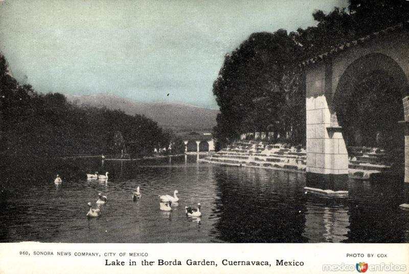 Lago en el Jardín de la Borda