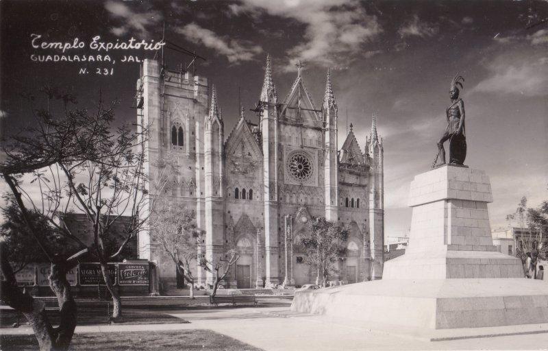 Construcción del Templo Expiatorio de Guadalajara
