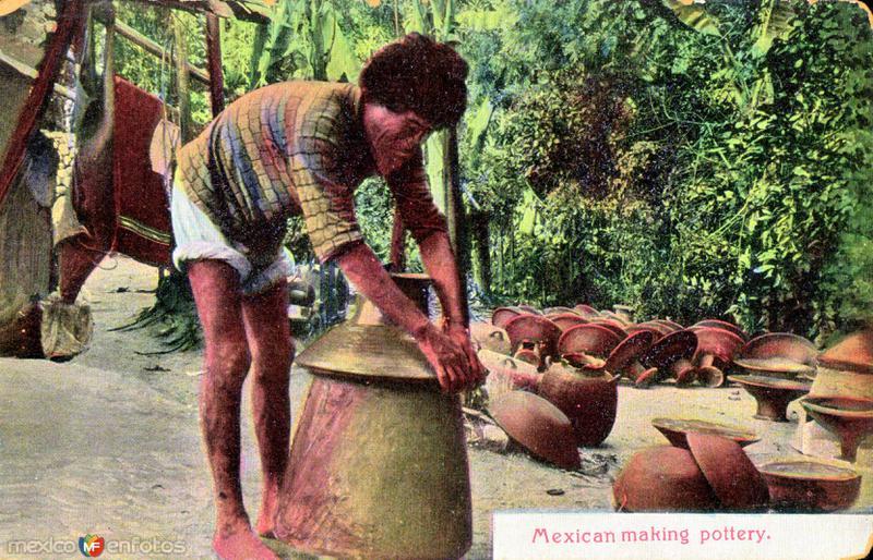 Un mexicano haciendo trabajo de alfarería