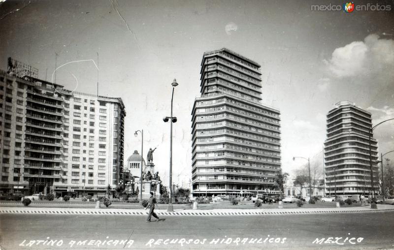 Edificios Latino Americana (izq.) y de Recursos Hidráulicos (centro)