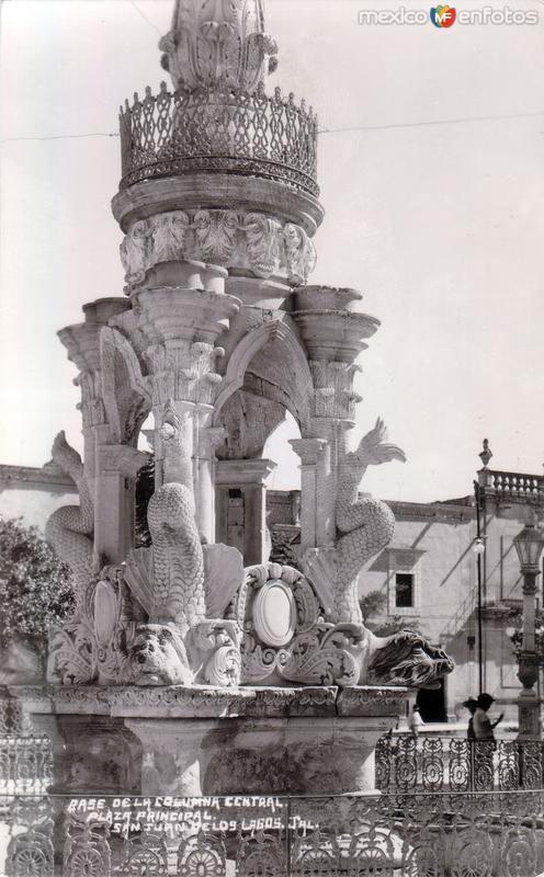 Fotos de San Juan de los Lagos, Jalisco, M�xico: Base de la columna central. Plaza principal
