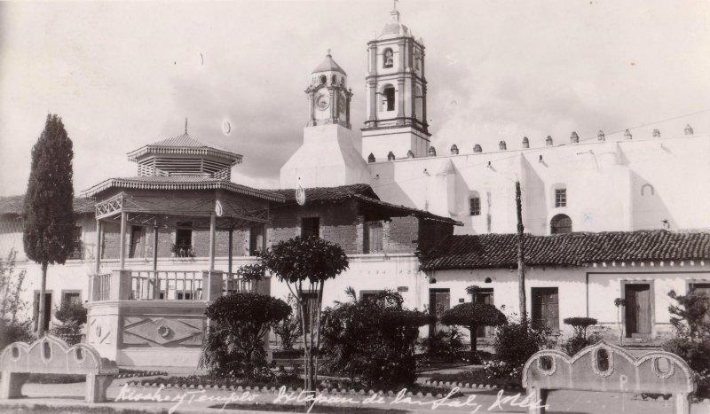 Kiosko y templo