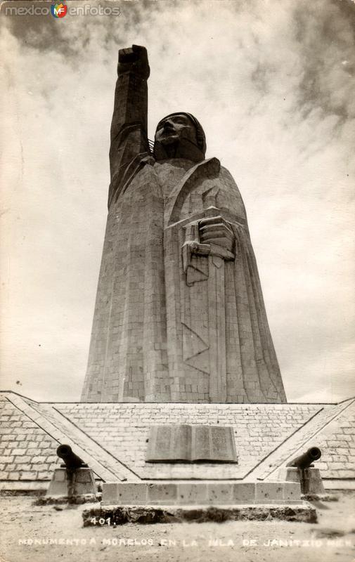 Monumento a Morelos en la Isla de Janitzio