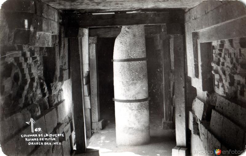 Columnas de La Muerte. Ruinas de Mitla