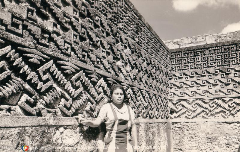 Salón de Los Mosaicos. Lado Poniente