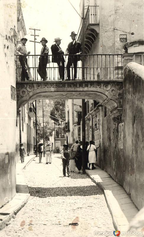 Calle y Puente del Campanero