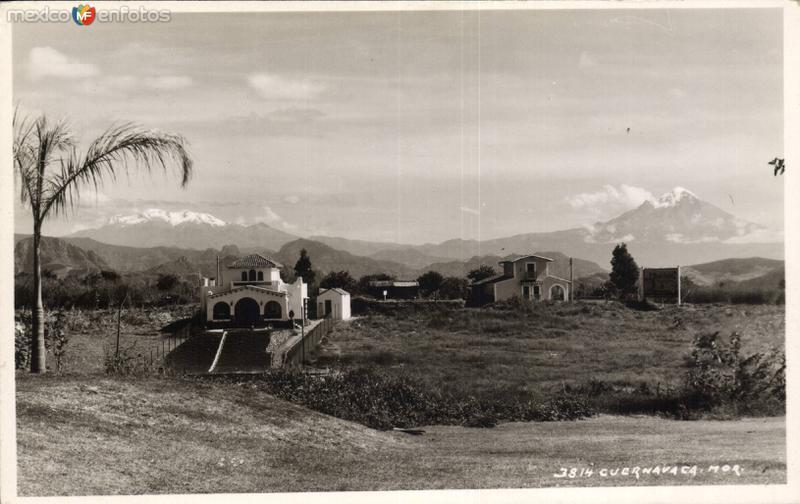 Vista rural con los volcanes