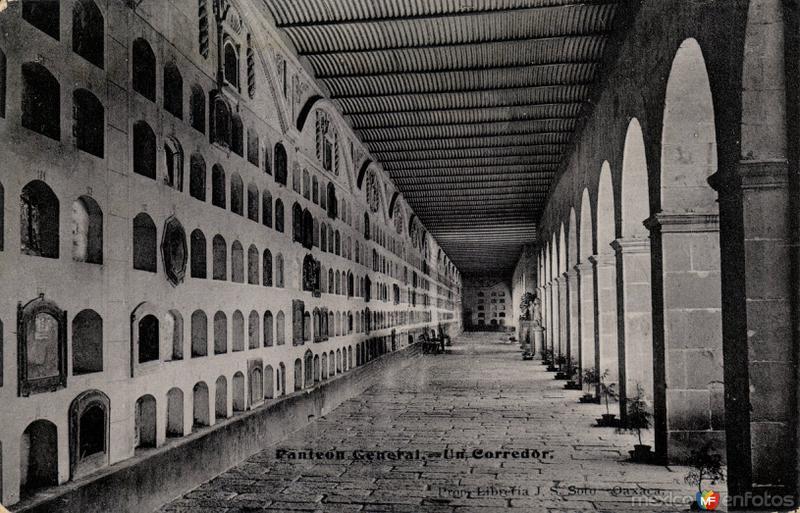 Un Corredor del Panteón General