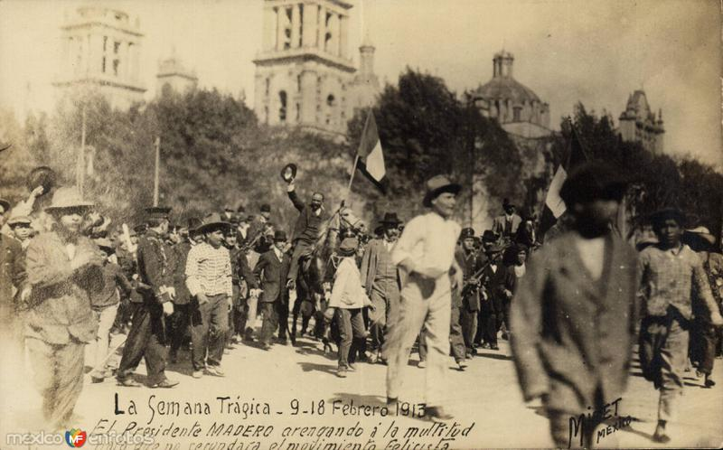 Francisco I. Madero arengando a la multitud durane la Decena Trágica (1913)