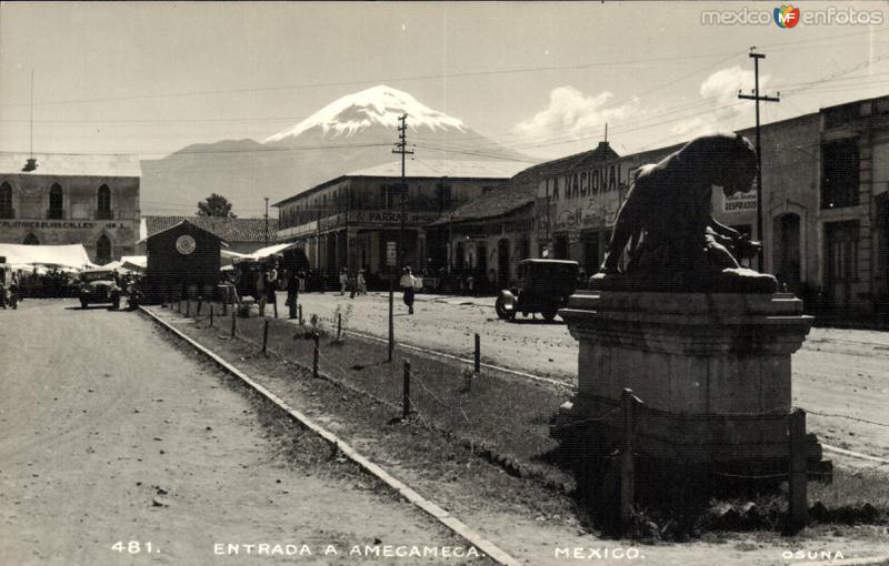 Entrada a Amecameca y Popocatépetl al fondo