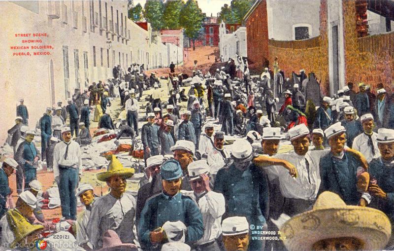 Soldados mexicanos en una calle