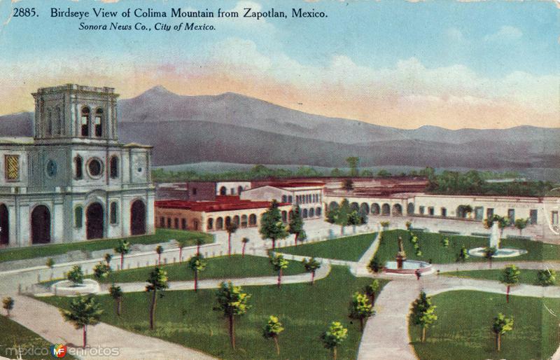 Plaza de Zapotlán y Volcán de Colima