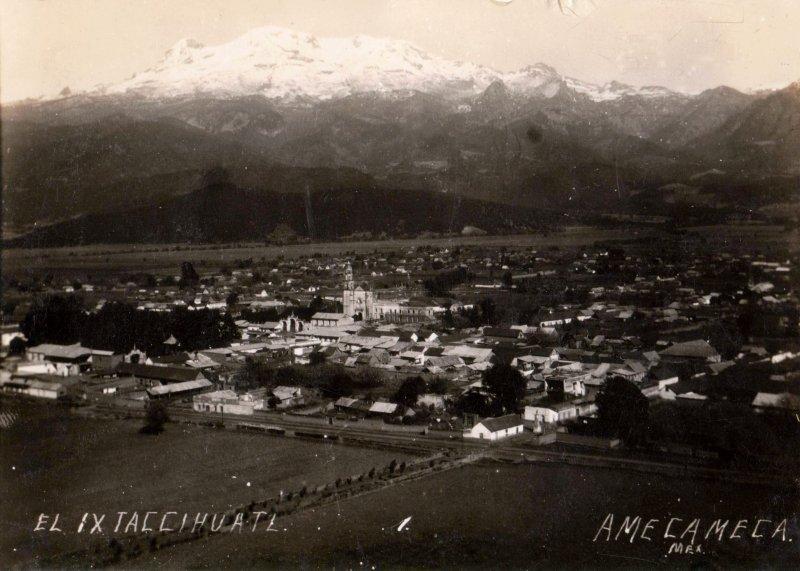 Vista de Amecameca y el Iztaccíhuatl