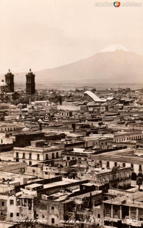 Vista panorámica de Puebla y el Volcán Popocatépetl