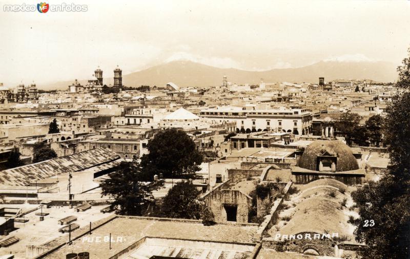 Vista panorámica de Puebla y los volcanes