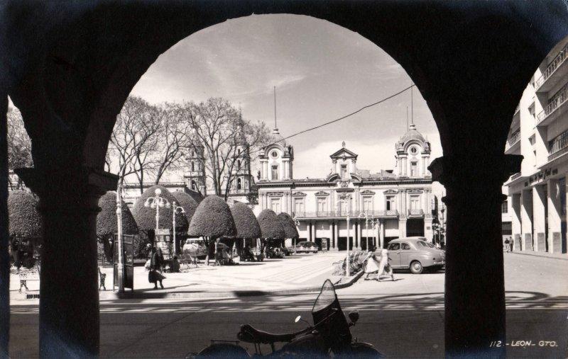 Portales y Plaza de armas de León
