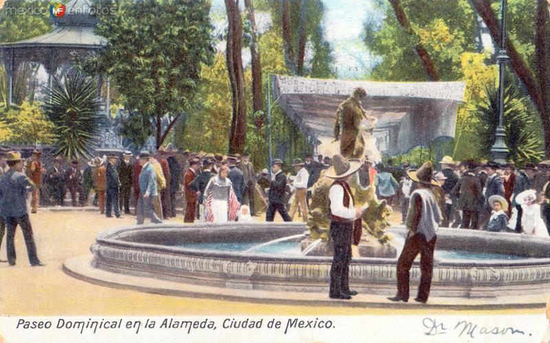 Paseo dominical en la Alameda