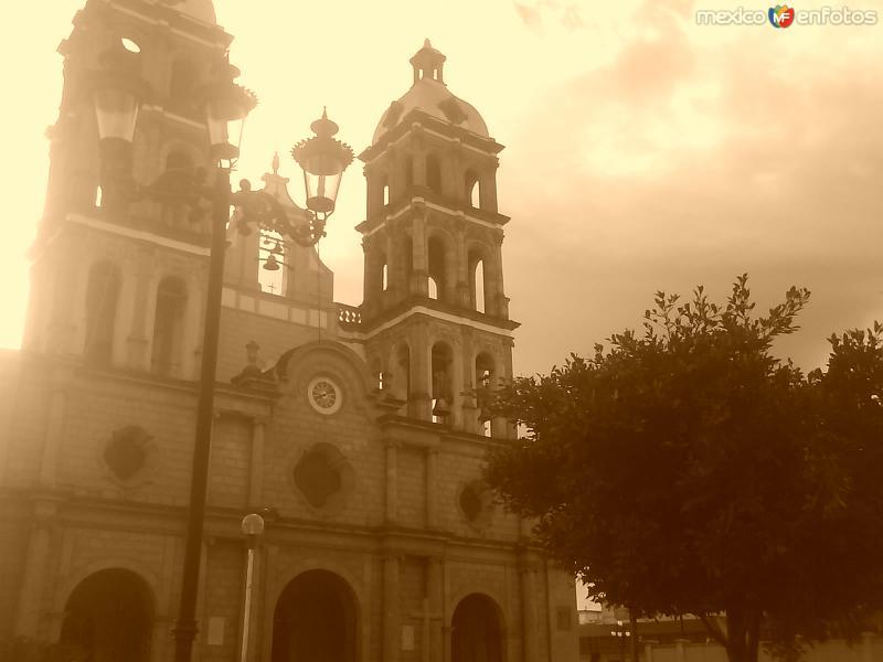 catedral en sepia