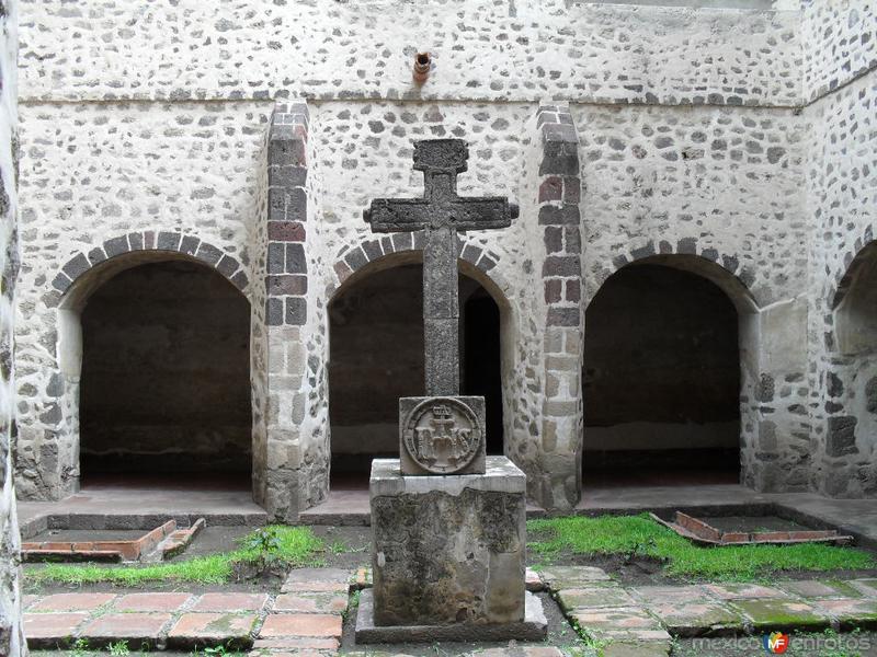 Fotos de Acolmán, México, México: Patio con cruz central