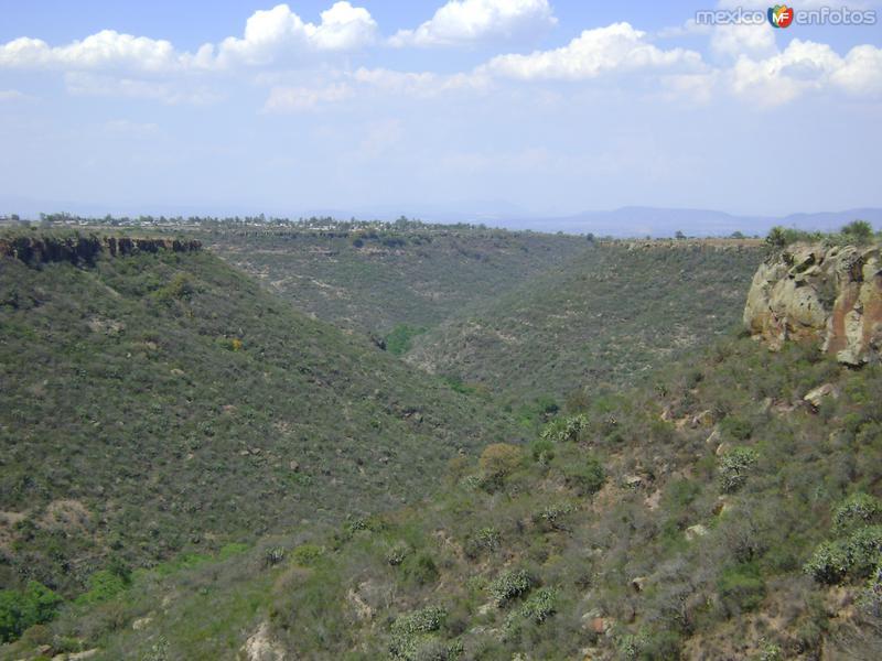 Sinuoso cañón y al fondo la comunidad de Laguna de Vaquerías. Marzo/2012