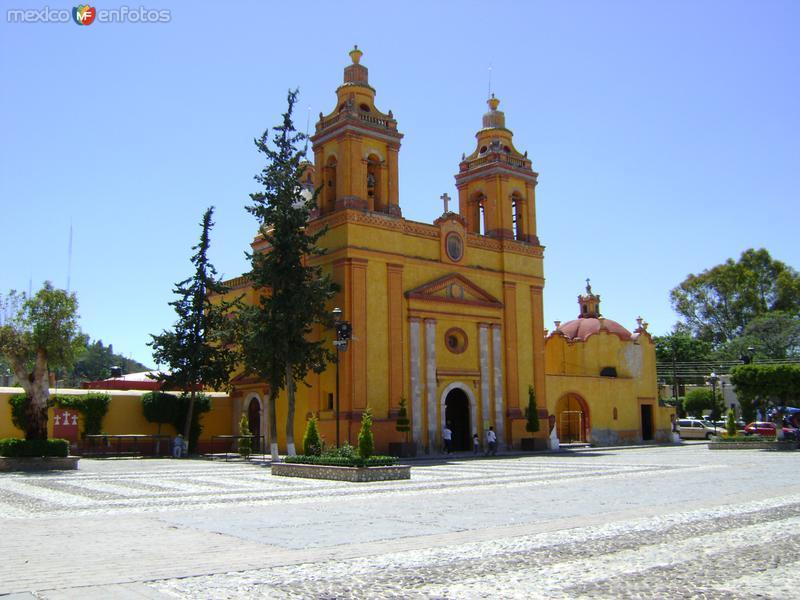 Atrio y templo de la Soledad. Cadereyta de Montes. Marzo/2012