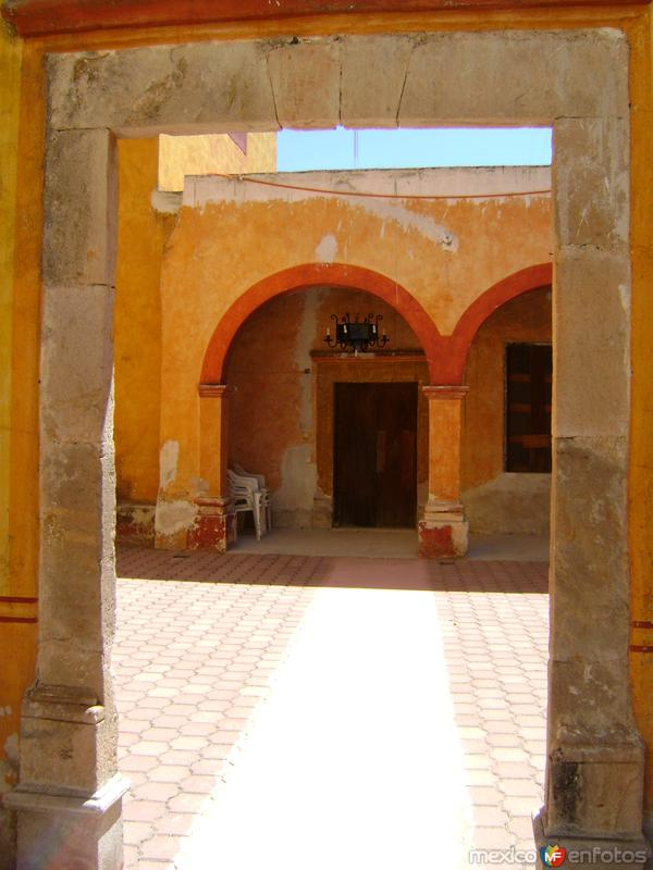 Fotos de Cadereyta de Montes, Quer�taro, M�xico: Claustro del Templo de la Soledad. Marzo/2012