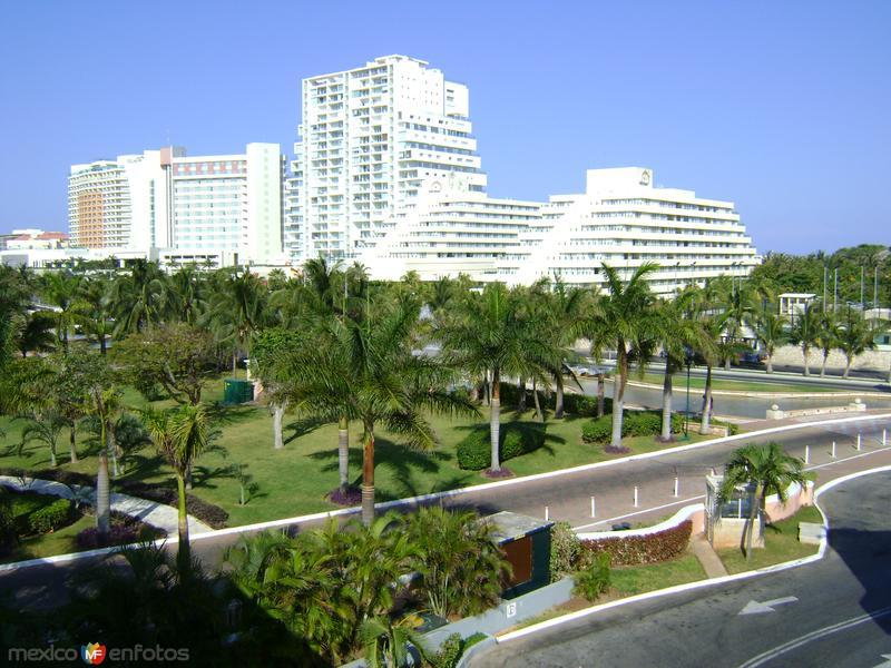 Zona Hotelera desde Plaza la Isla. Cancún Abril/2012