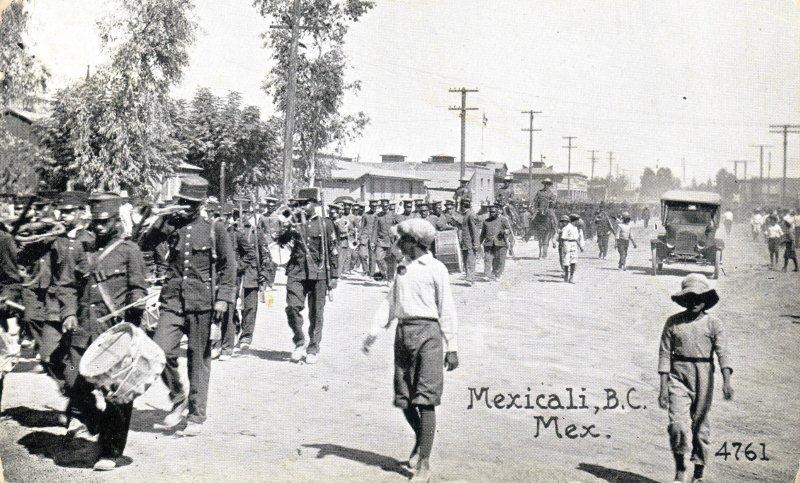 Desfile militar en Mexicali