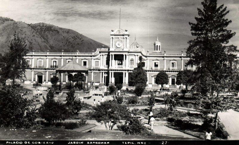 Jardín San Román y Palacio de Gobierno de Nayarit
