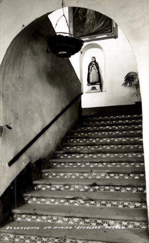 Escalera en el Convento de Santa Mónica