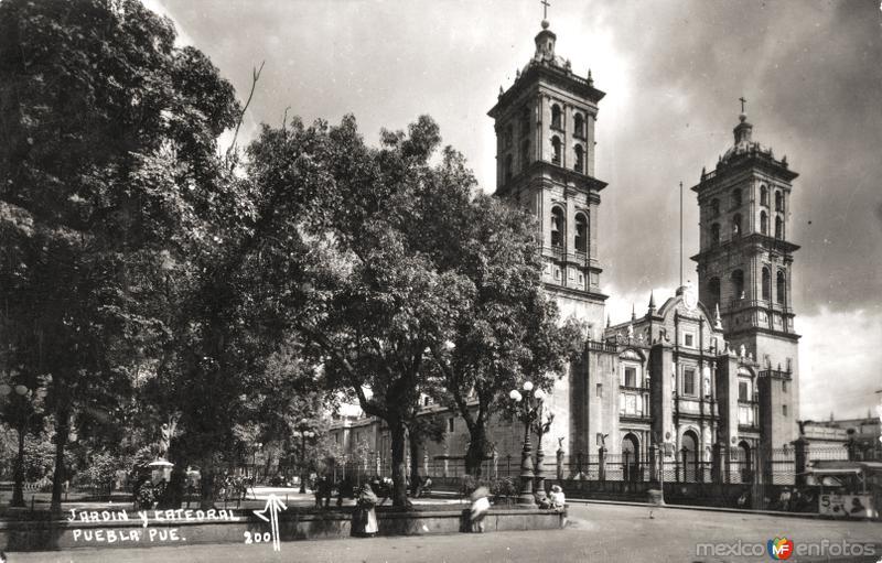 Jardín y Catedral de Puebla
