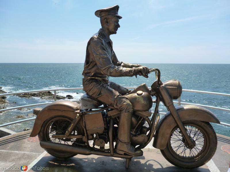 Fotos de Mazatl�n, Sinaloa, M�xico: Pedro Infante en moto