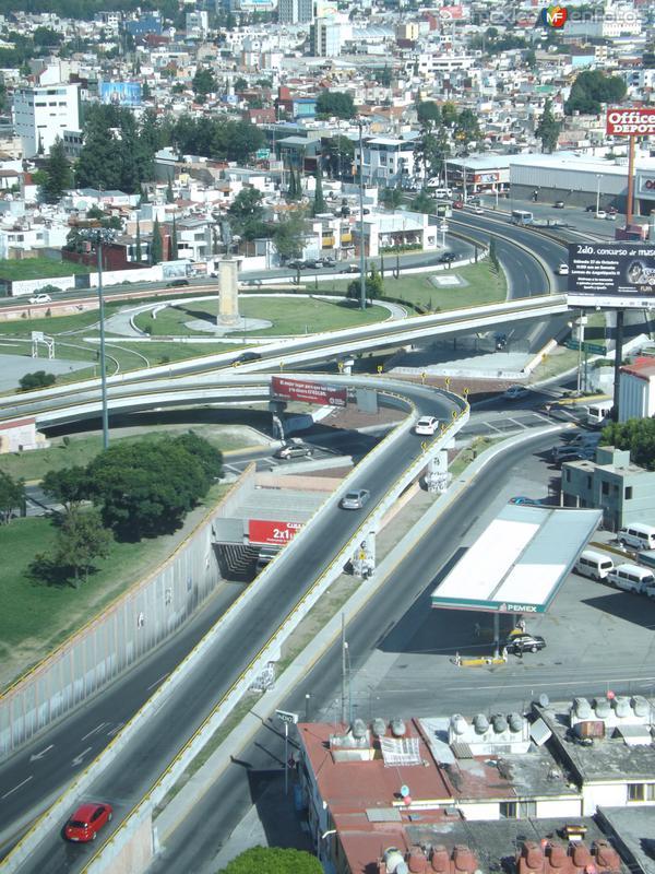 Distribuidor vial 475 en circuito interior. Puebla. Octubre/2012