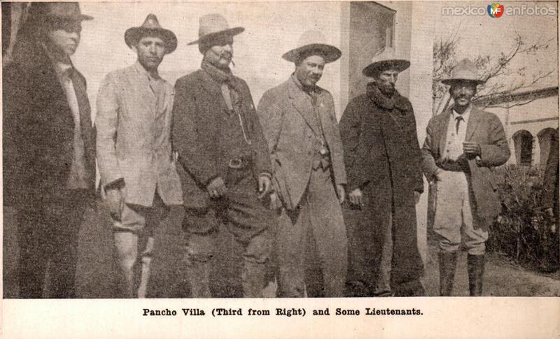 El Gral. Francisco Villa y algunos de sus lugartenientes