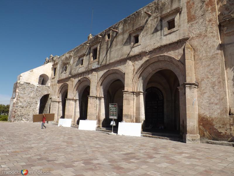 Conjunto conventual del siglo XVI en Yuriria, Gto. Noviembre/2012