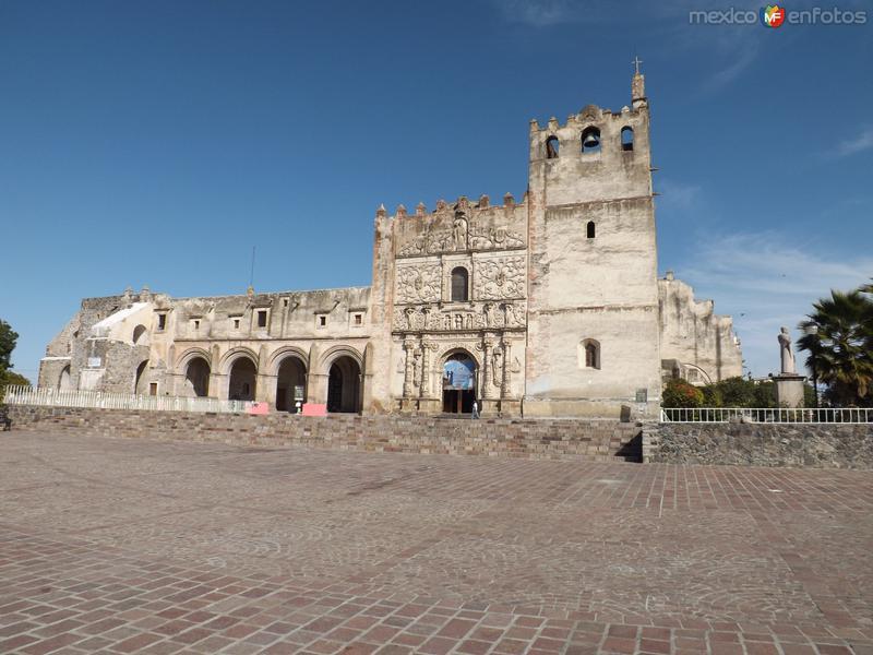 Atrio y ex-convento agustino siglo XVI. Yuriria. Noviembre/2012