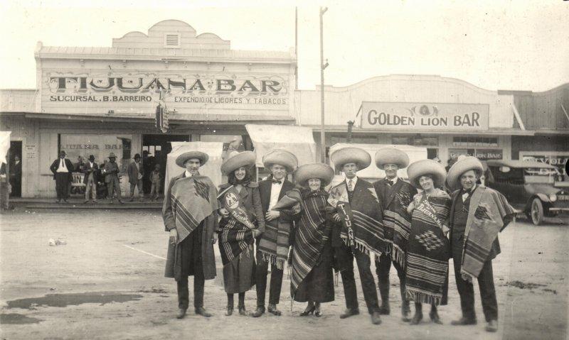 Turistas en Tijuana Bar
