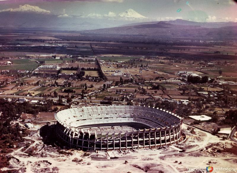 Constricción del Estadio Azteca