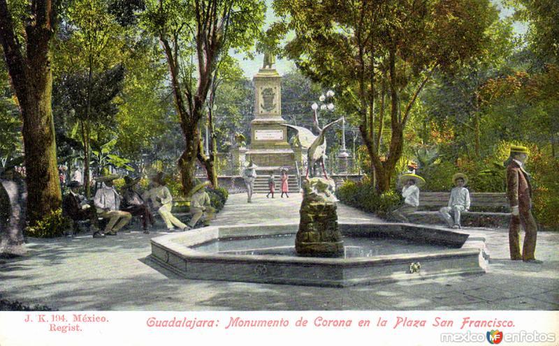Monumento de Corona en la Plaza San Francisco