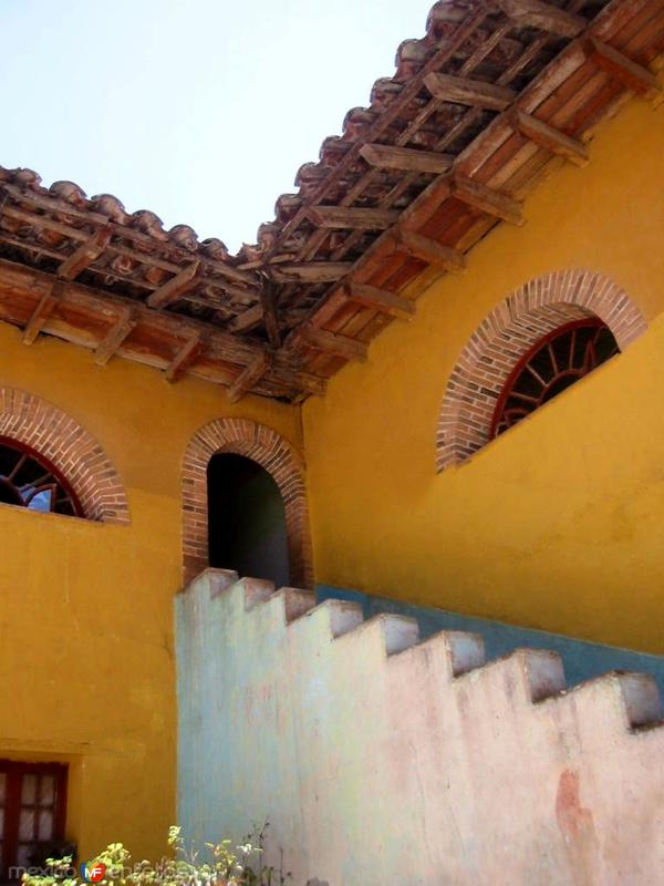 "Antiguo Hotel Henaine, perteneció a la familia de Gaspar Henaine ""Capulina"", oriundo de Chignahuapan"