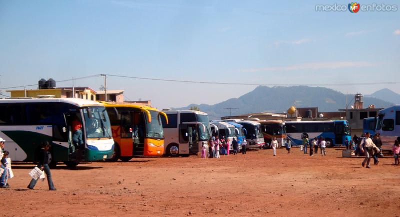 No deja de sorprender la cantidad de autobuses de turimo que acude cada fin de semana a Chignahuapan