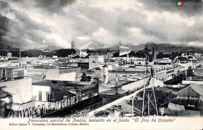Vista panorámica de Puebla, con el Pico de Orizaba al fondo