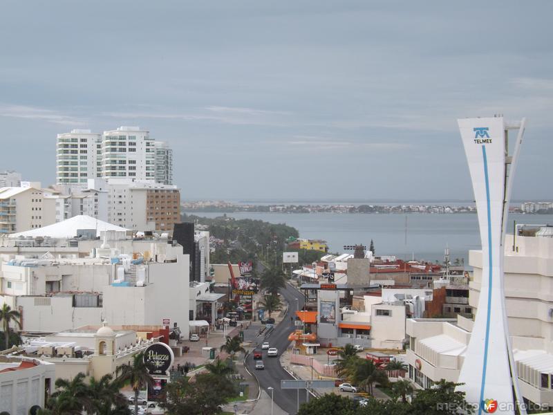 Blvd. Kukulcán a la altura de Cancún Center. Noviembre/2013