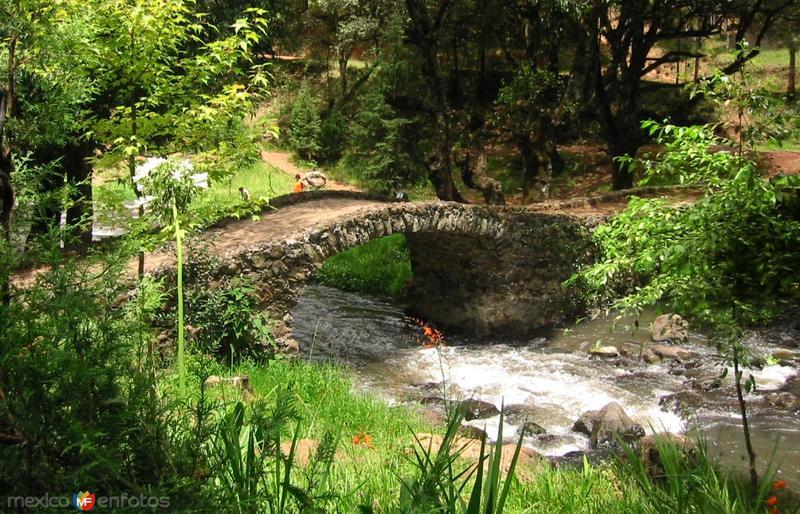 Antiguo Puente de Piedra sobre el Río Chignahuapan, a su paso por Quetzalapan