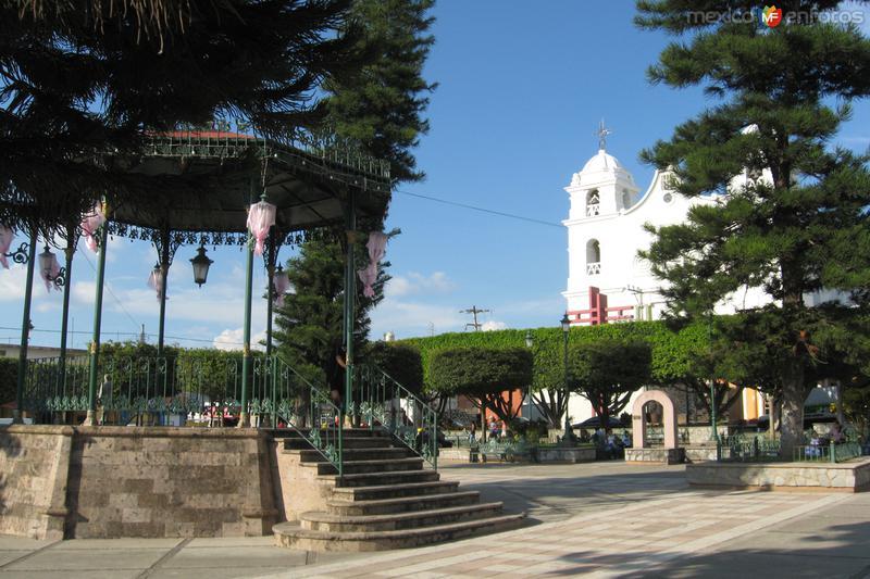Fotos de Tecalitl�n, Jalisco, M�xico: Plaza y Parroquia