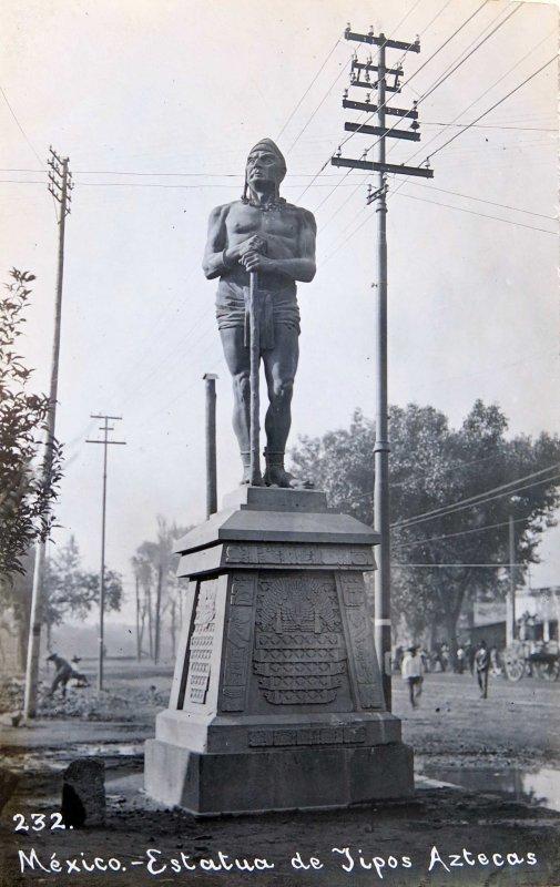 Estatua de los Indios Verdes Paseo de la Reforma