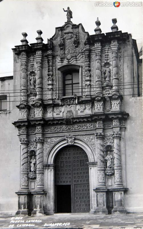 Puerta lateral de Catedral